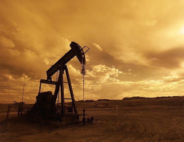 Цена на нефть: прогноз от Fitch Ratings, Bloomberg