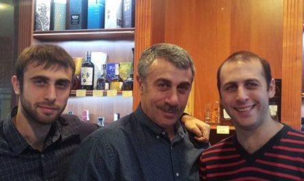 Евгений Комаровский и сыновья Дмитрий и Андрей