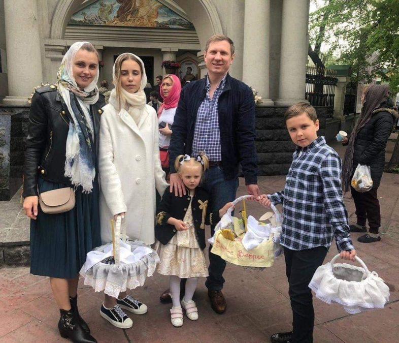 Сергей Шахов, его жена и дети