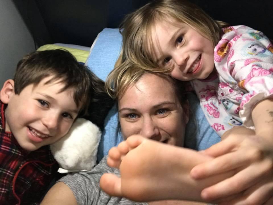 Мейв Кеннеди Таунсенд МакКин и двое ее сыновей