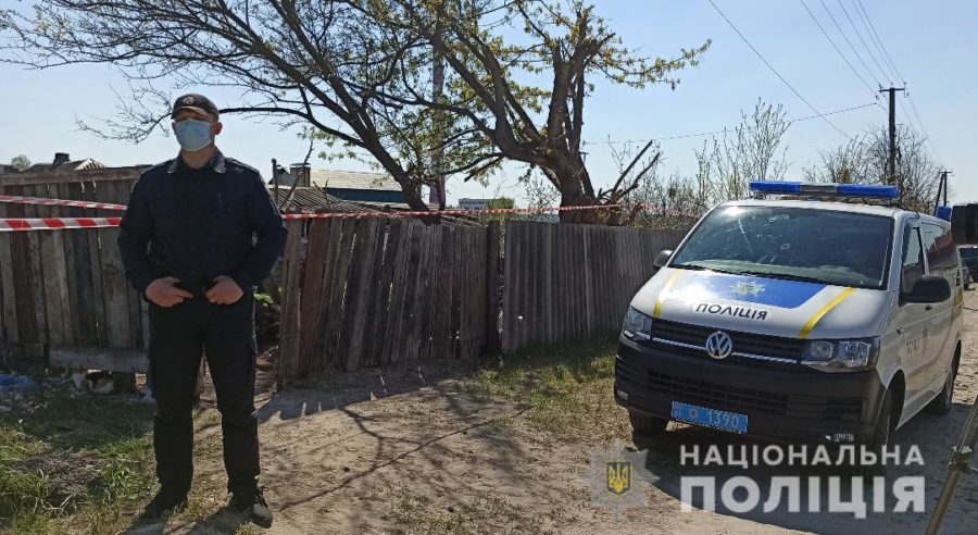 Полиция у дома в поселке Подворки
