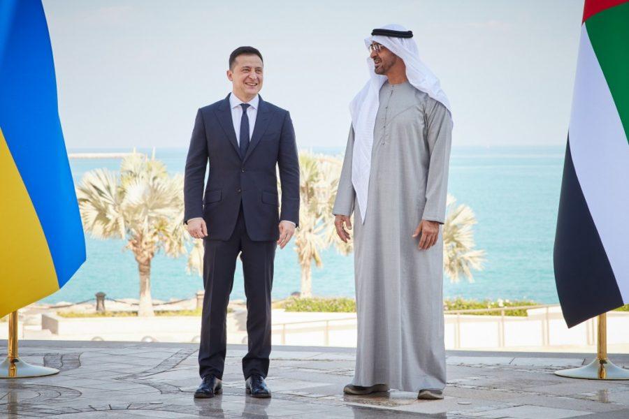 Владимир Зеленский (слева) во время визита в ОАЭ 14 февраля 2021 года