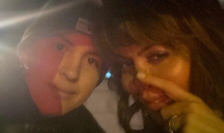 Алиса Аршавина (справа) и ее сын Алексей Казьмин
