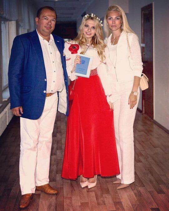Алина Воронина с родителями