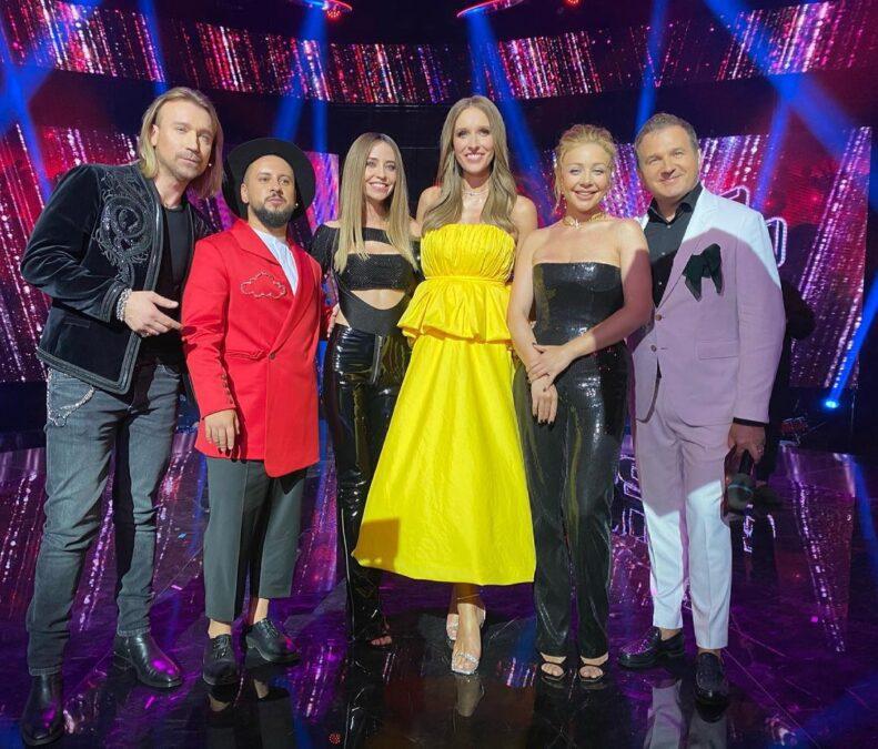 Катя Осадчая - в желтом платье