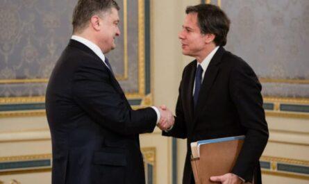 Петр Порошенко и Энтони Блинкен в марте 2015 года в Киеве