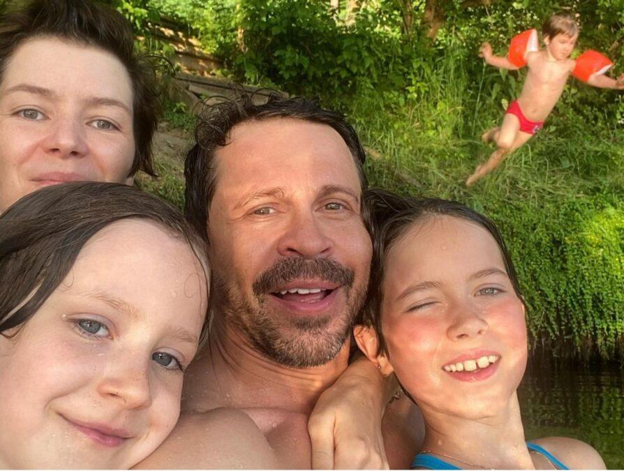 Павел Деревянко с семьей 26 июня 2021 года