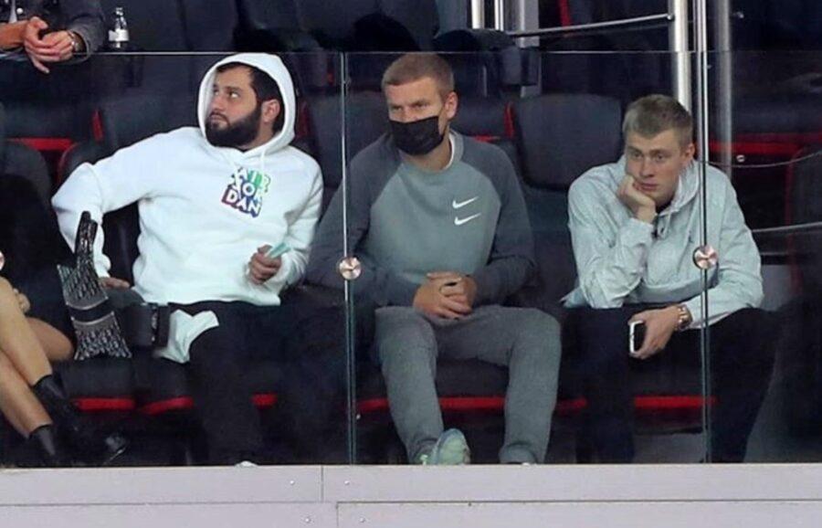Карен Григорян крайний слева, далее Александр и Кирилл Кокорины