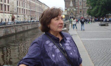 Светлана Санарова